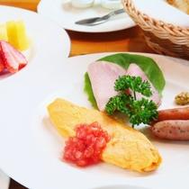 【朝食】天然酵母パンと八ヶ岳の麓で育まれた牛乳と一緒にお楽しみ下さい