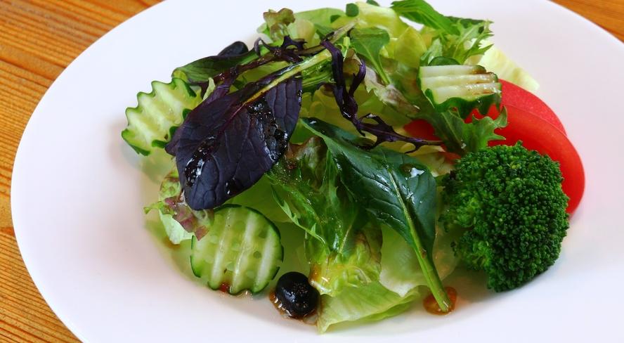 【朝食】瑞々しい高原野菜で目覚めすっきり