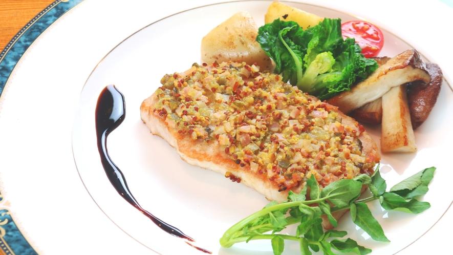 【夕食】豚肉の自家製バルサミコソース添えは絶品