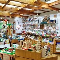 【周辺】森のおもちゃ屋さん、おもちゃ箱イカロス。当館から車20分ほど。