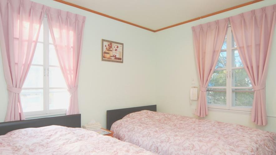 【客室】ベゴニア。セミダブルを使ったツインルーム