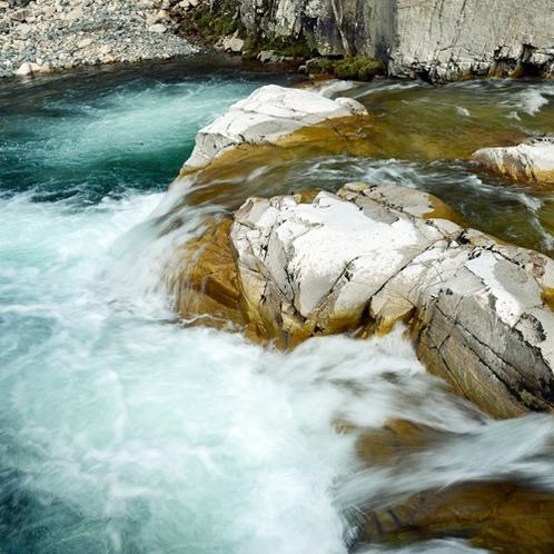 *【風景/屏風岩】伊南川の急流が長い歳月をかけて作った奇岩です。
