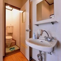 *本館和室6畳(客室一例)