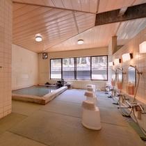*畳敷きの大浴場