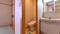 *大奥和室10畳(客室一例)/清潔を心掛けた洗面スペース。お手洗いはウォシュレットタイプ