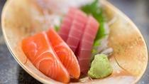 *ヘルシーな和食膳/川魚を使用したお刺身です