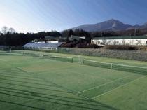 テニスコート&当館