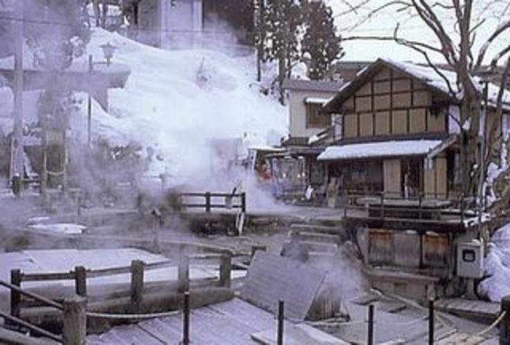 野沢温泉の源泉の一つ「麻釜(おがま)」