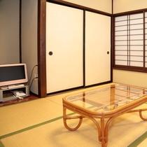 【母屋2階 繭の間】 二間あるお部屋は壁で仕切られていますので三世代旅行におすすめです。