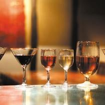 【蔵バー】 約50種類の果実酒。お泊りのお客様は制限時間内は無料。詳細はチェックイン時に!