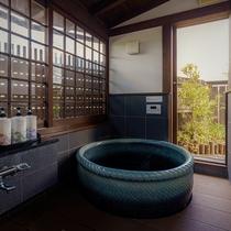 【母屋:繭の間】開放感のあるお風呂。