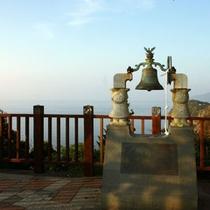 周辺観光/人気の「恋人岬」は車で約10分。展望台から絶景を堪能できます。