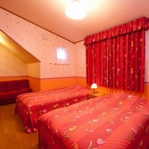デラックスツイン(洗面・トイレ付)セミダブルベッドが2つの広めのお部屋