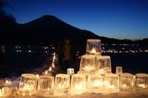 シルエット富士に映えるアイスキャンドル
