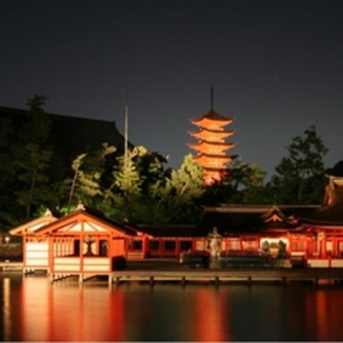 厳島神社・五重塔夜景