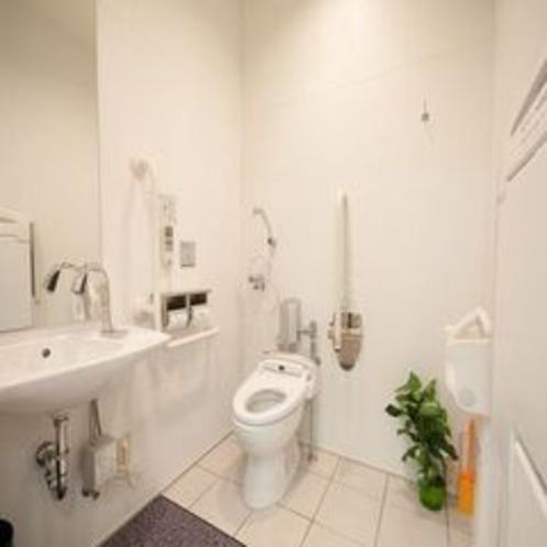 バリアフリールームのトイレ①