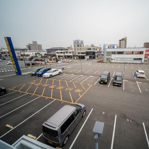 広々とした青空駐車場60台 無料完備