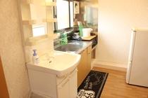 【定員3名部屋(205)】洗面台&キッチン