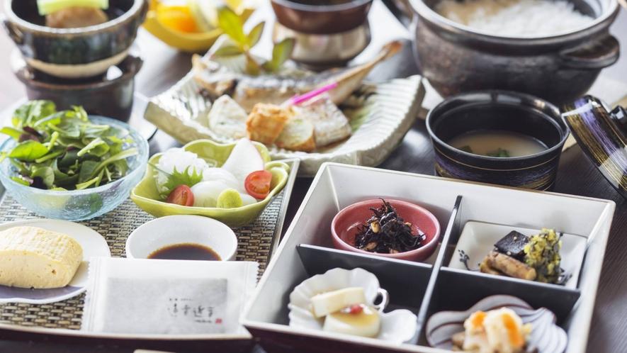 """【ご朝食-和食】和洋どちらか""""お好みのご朝食""""をお選びいただけます。"""