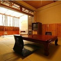 【露天風呂付き客室/和室】 オーナー手作りの露天風呂が付いた趣のあるお部屋です。