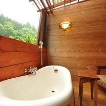 【露天風呂付き客室/猫足バスタブ】 オーナー手作りの露天風呂が付いた趣のあるお部屋です。