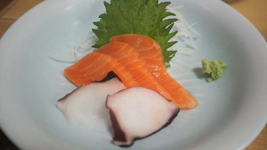 *夕食一例/新鮮なお刺身は身がぷりぷりとしていてとても美味しい!