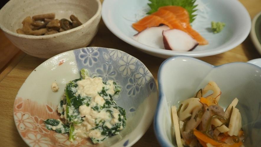 *夕食一例/皆様にお腹いっぱい召し上がって頂くためにお食事の品目が多いです
