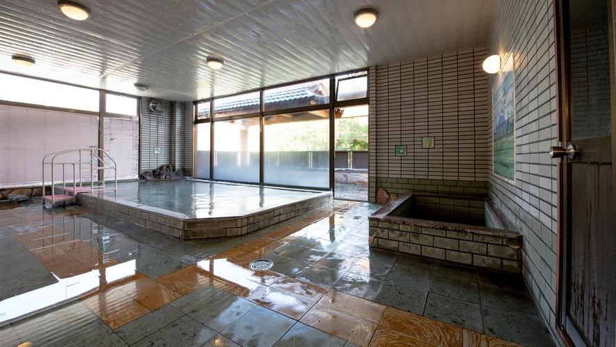 *開湯100年の歴史ある片品温泉。大浴場には、ジェットバス・サウナを備えています