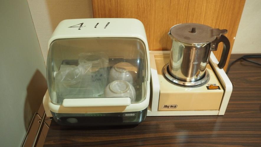 *部屋設備/コップと湯沸かし器もご用意