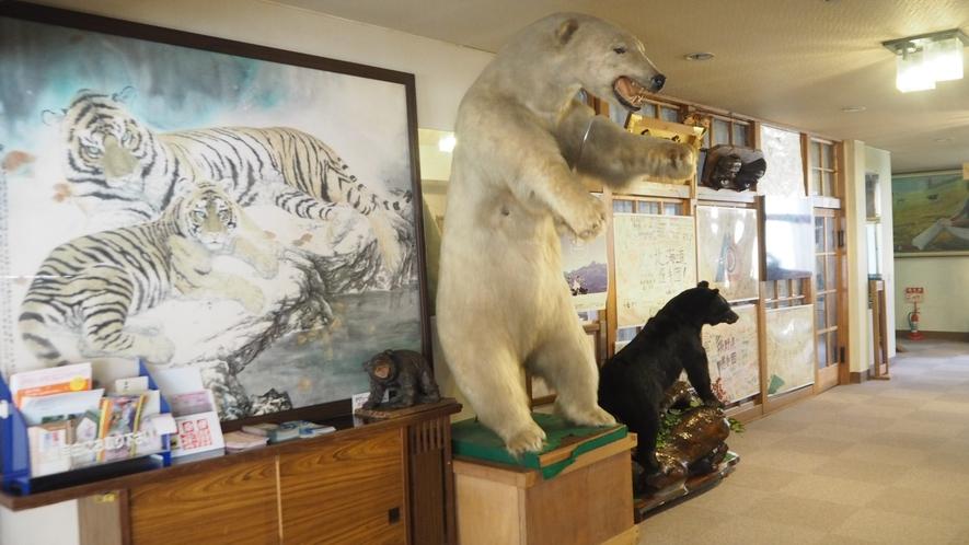 *館内設備/動物の置物や絵画などを多数ご用意しております