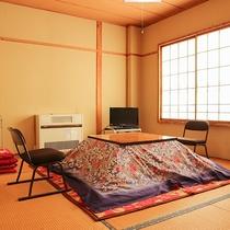 *和室一例/冬はこたつでおくつろぎいただけます。