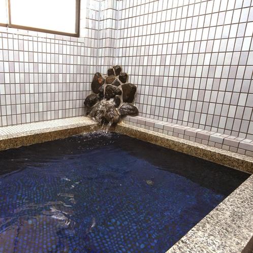 温泉ではありませんが、広々お風呂です♪