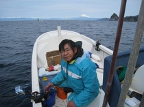 お客様にお出しする魚を釣りに出かけています。4月~7月はおもにイサキ釣りにでています。