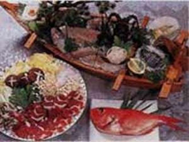 食事は地元の山海の幸を使った女将さんの手料理を