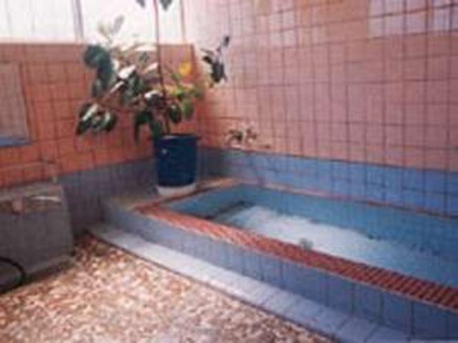 家族風呂は温泉。貸切でどうぞ