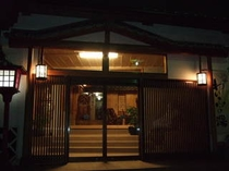 夕暮れの玄関