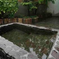 【男女浴室】貸切専用の家族風呂となっており、宿泊者は無料で貸切可能です。