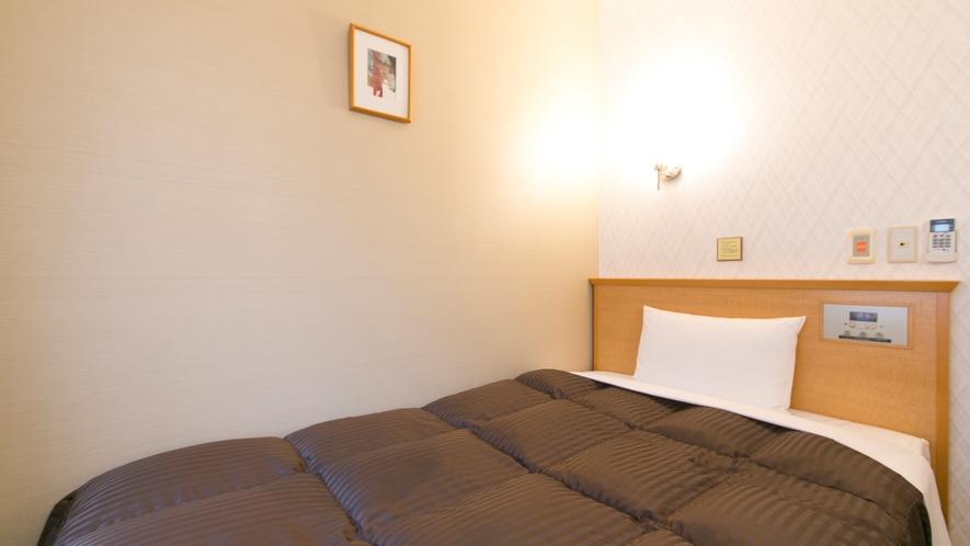 全室 セミダブルベッド完備(120×190)