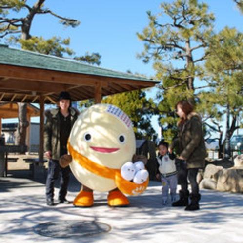 手湯、あったかベンチが楽しめる弁天崎公園!わくたまくんと