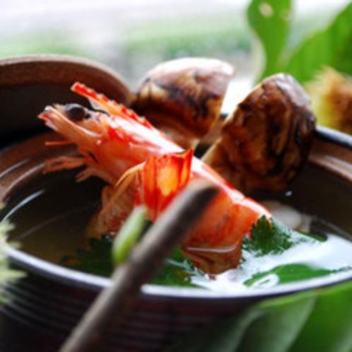 秋の人気メニュー「松茸土瓶蒸し」