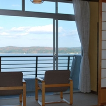 海をみながらのんびりと・・・海側客室一例