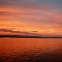 赤く染まった夕暮れの七尾湾の景色