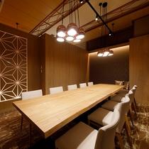 デザイナーズルームで過ごす寛ぎの食空間~個室ダイニング「彩」 写真は「かに」