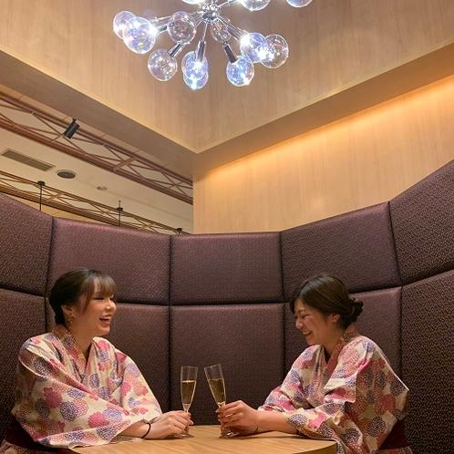 デザイナーズルームで過ごす寛ぎの食空間~個室ダイニング「彩」