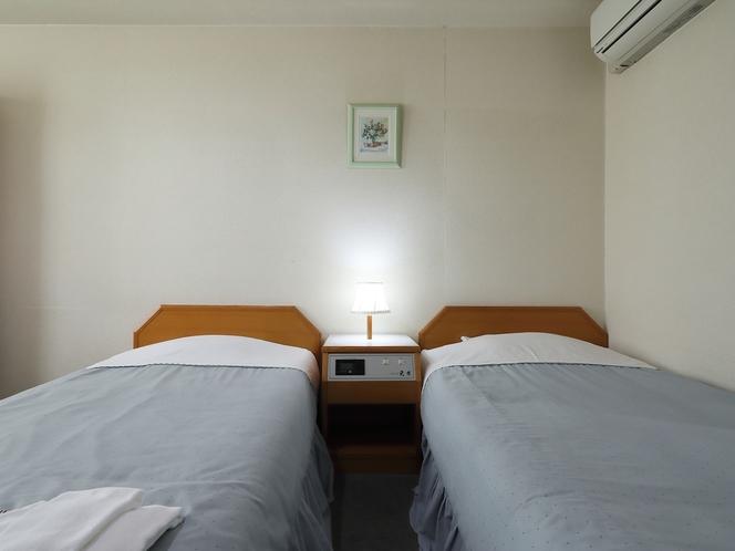 ツインルーム カップルやご夫婦でのご宿泊におすすめ!観光アクセスの拠点にご利用下さい。