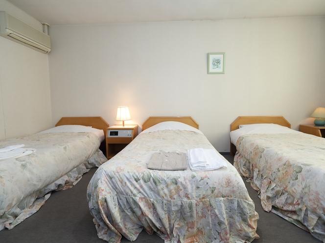 トリプルルーム グループでのご宿泊に!ふかふかのベッドで快適なホテルステイを。