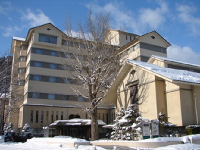 冬のホテル全景