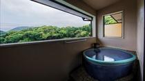 【石楠花】客室専用露天。信楽焼きの露天風呂になってます