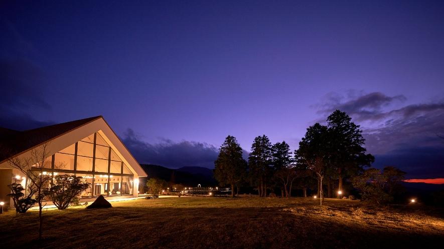 ☆【外観】ラウンジ/四季を感じるリゾートホテル。自然の中での休日を存分に満喫してください。