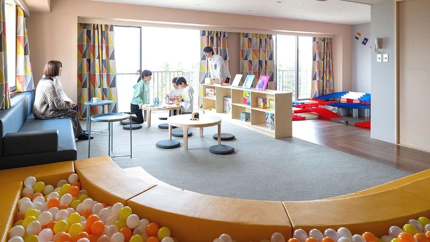 ☆【館内施設】キッズルーム/幼児用のおもちゃ、ボールプール、ミニ四駆サーキットコースなどご用意!
